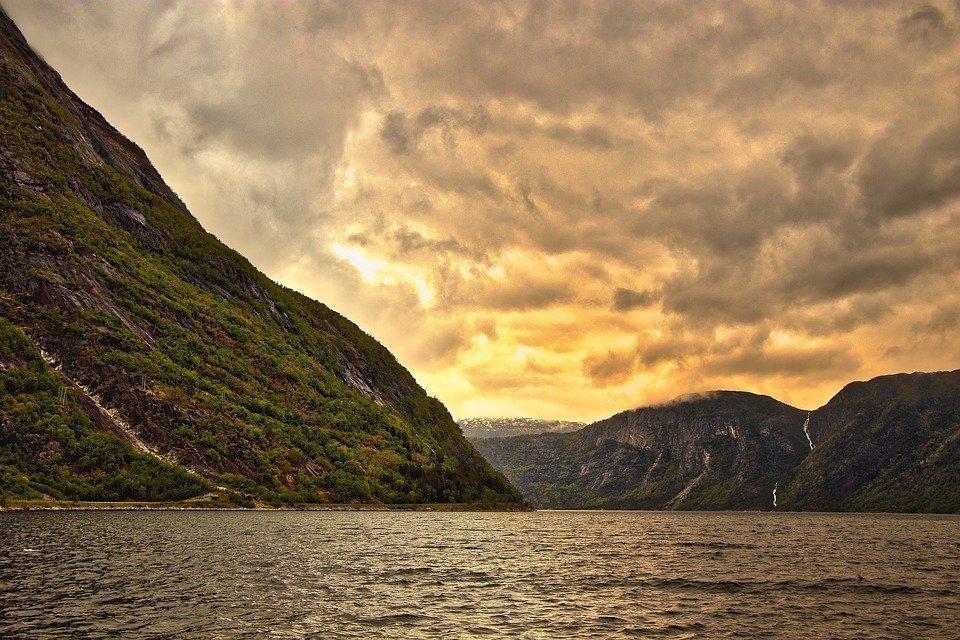 One Minute Meditation – Imagine a Mountain